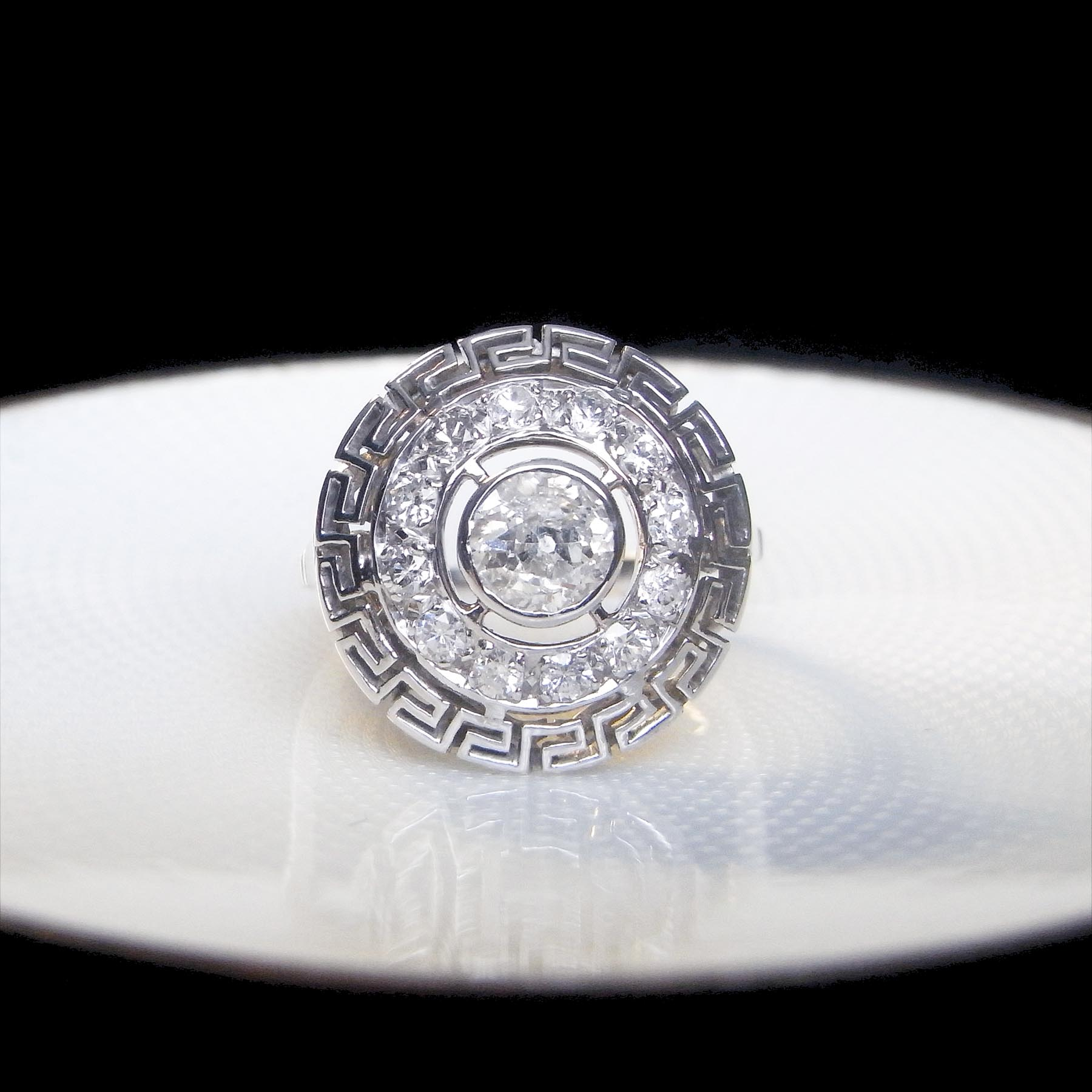ダイヤモンドのアンティークリングジュエリー