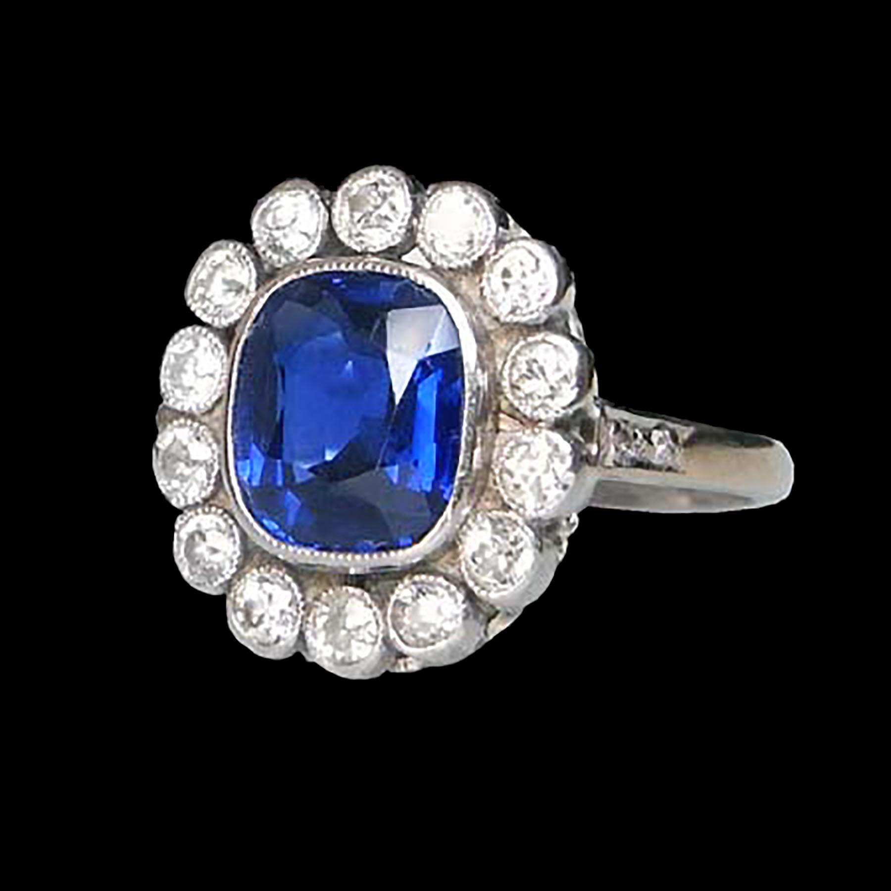 綺麗な青のサファイアのアンティークジュエリー