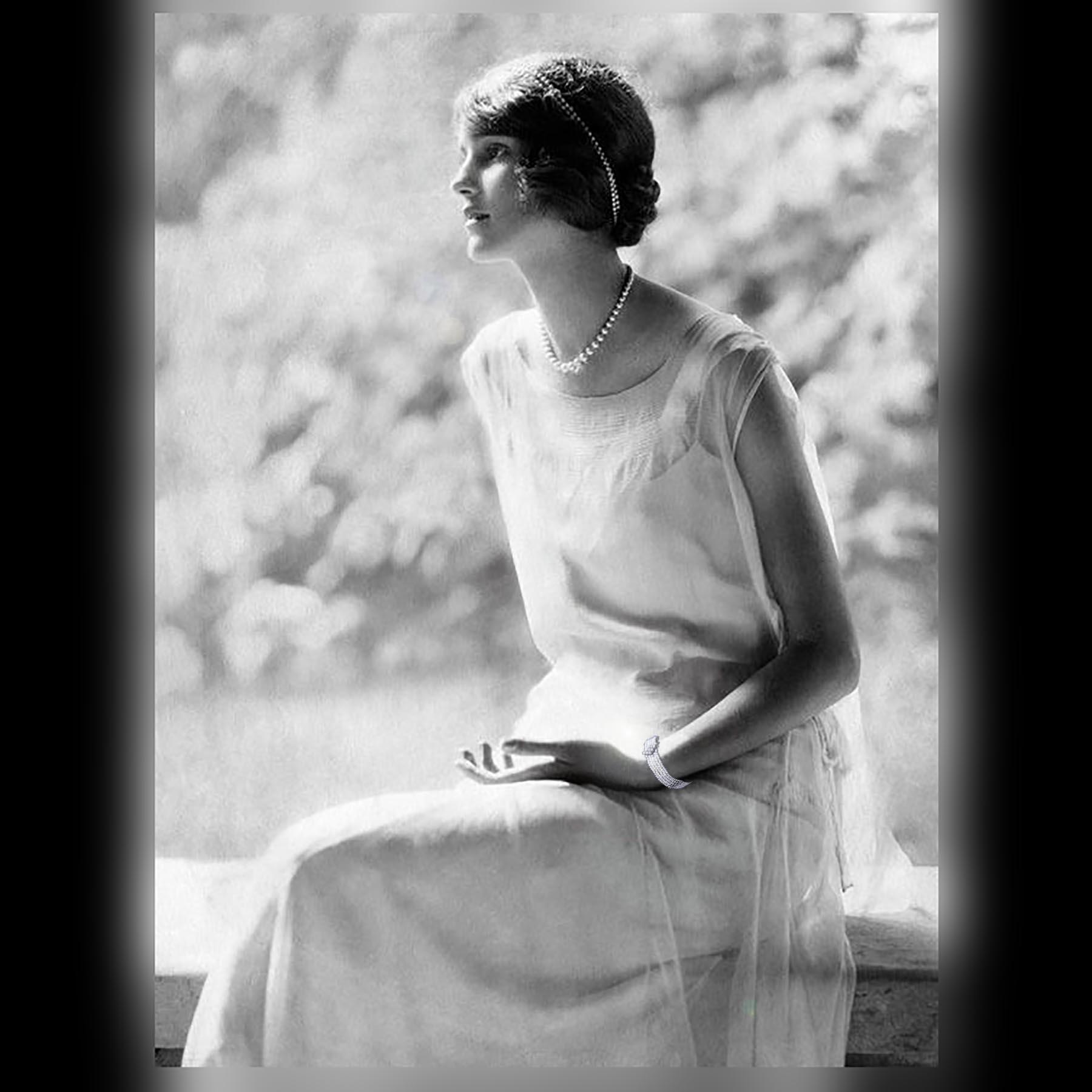 1920年代のアンティークジュエリーを着けた女性のポートレート
