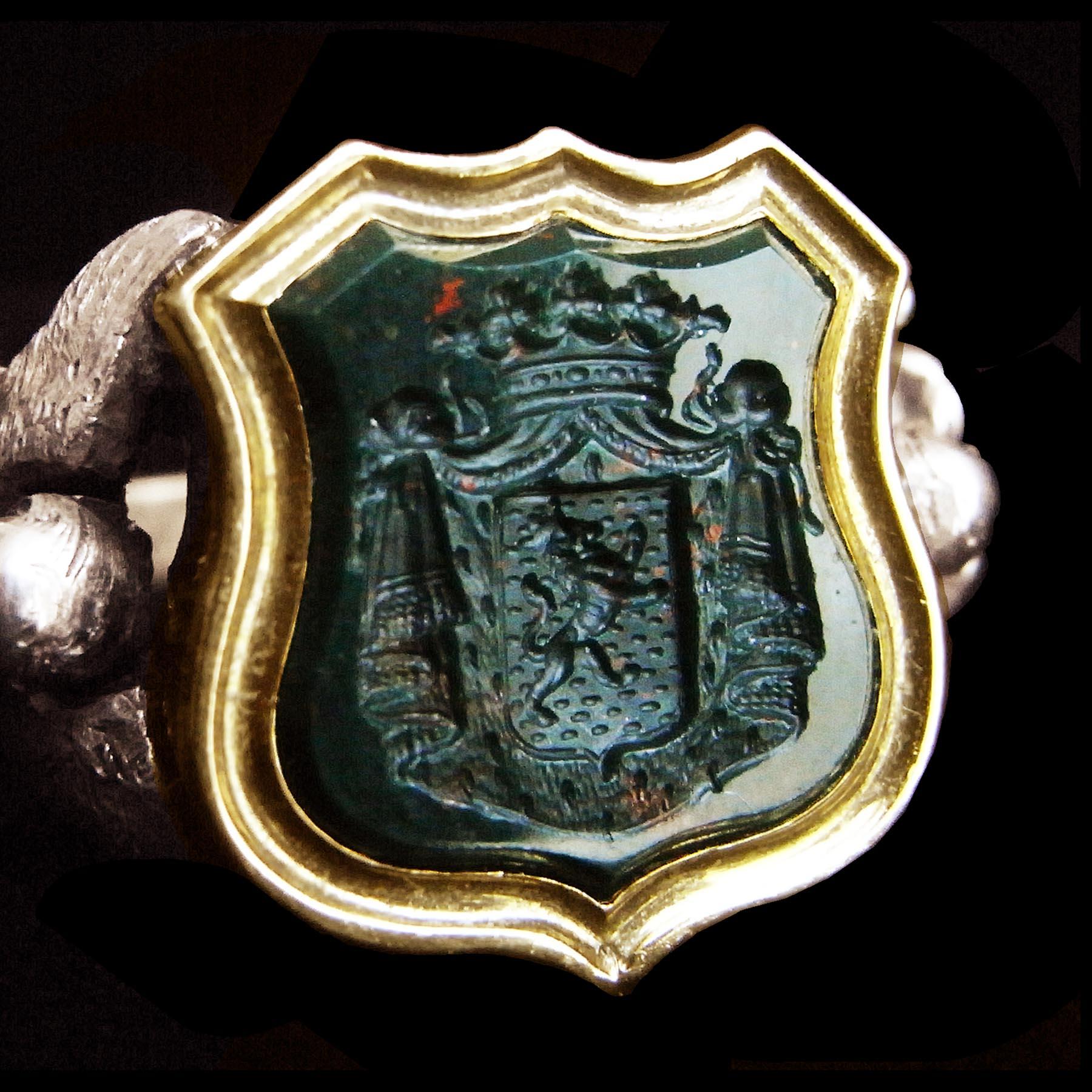 紋章と彫金のアンティークリング