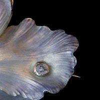 花のエマイユ19世紀のアンティークブローチ・ペンダント