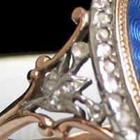 ロイヤルブルーのギヨシェ ルイ15世時代のアンティークジュエリー